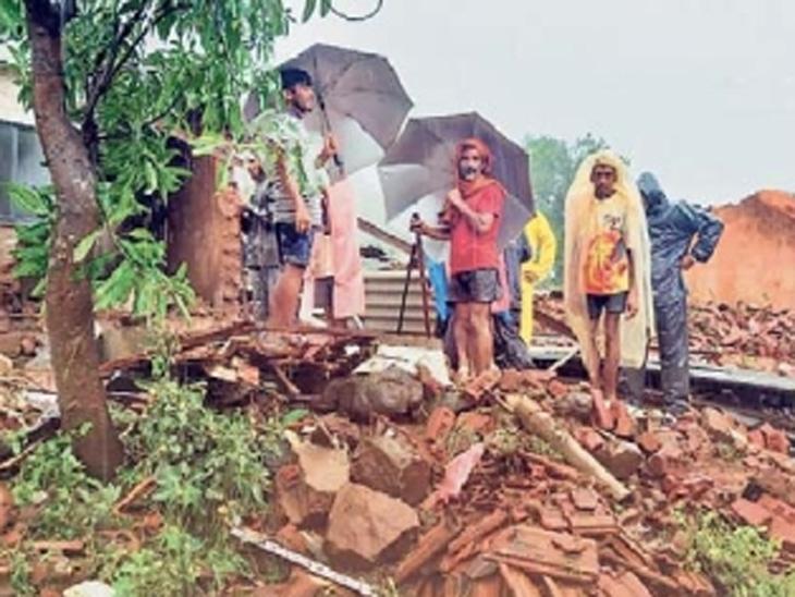 गाव सोडण्यासाठी गावकरी जमले; बोलता-बोलता डाेंगराने पोटात घेतले, तळियेतील आपबीती सांगायला कुणीच जिवंत राहिले नाही|कोल्हापूर,Kolhapur - Divya Marathi