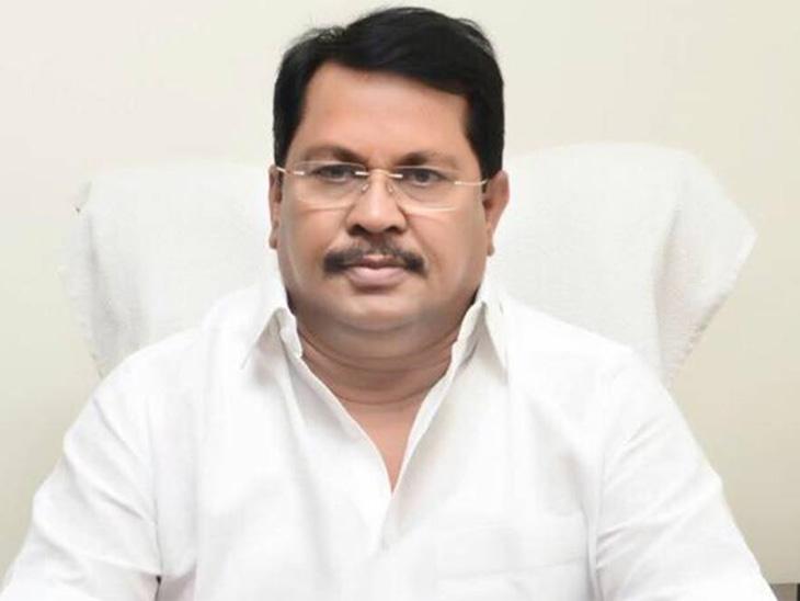 राज्यातील असुरक्षित गावांच्या स्थलांतरासाठी नवे पुनर्वसन धोरण आणणार : मदत व पुनर्वसन मंत्री विजय वडेट्टीवार|नाशिक,Nashik - Divya Marathi