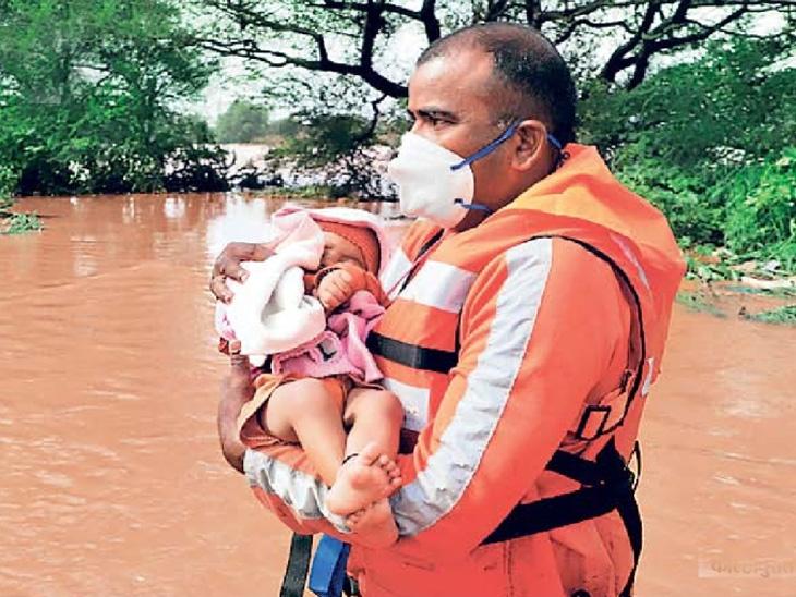राज्यात पूरग्रस्त भागात 112 मृत्यू, 99 बेपत्ता, 1 लाख लोकांचे स्थलांतर; तळिये गावात 49 मृतदेह बाहेर काढले|कोल्हापूर,Kolhapur - Divya Marathi