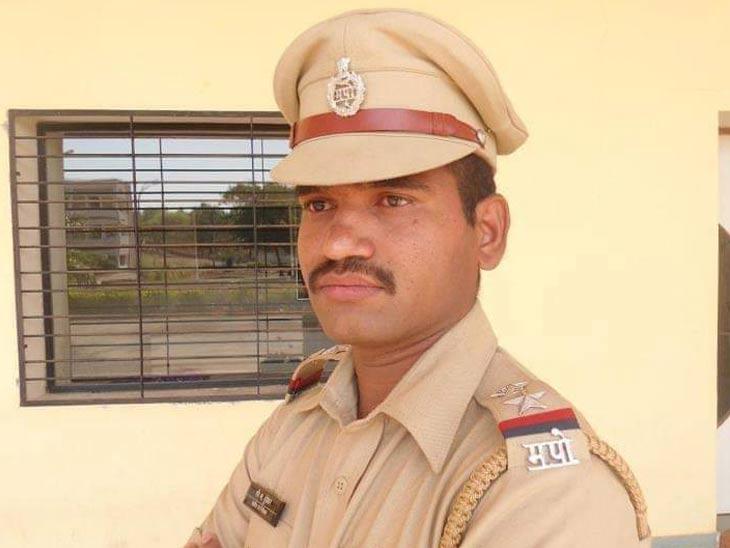 आखाडा बाळापूरचे सहाय्यक पोलीस निरीक्षक रवीकांत हुंडेकर तडकाफडकी निलंबित, पोलिस उपमहानिरीक्षकांनी काढले आदेश|औरंगाबाद,Aurangabad - Divya Marathi