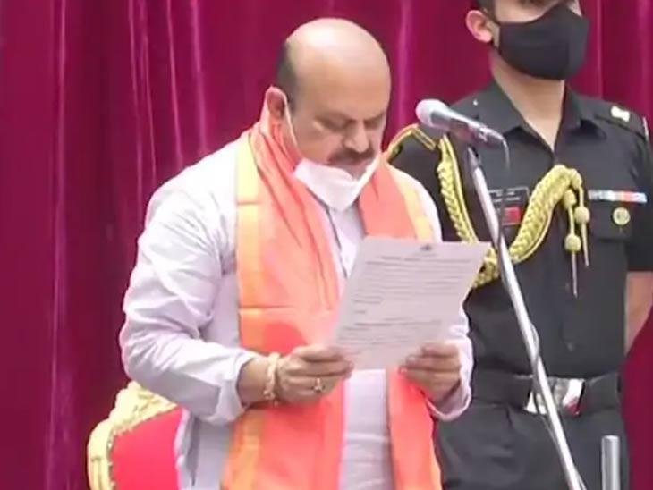 बसरावराज बोम्मई बनले कर्नाटक राज्याचे नवे मुख्यमंत्री; राज्यपालांनी दिली शपथ, येडियुरप्पा यांनी ठेवला होता प्रस्ताव देश,National - Divya Marathi