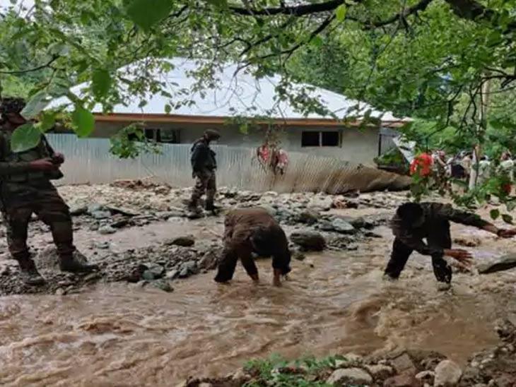 किश्तवाडमध्ये ढगफुटीमुळे 4 ठार, 30 ते 40 जण बेपत्ता; खराब हवामानामुळे बचावकार्यात अडचणी देश,National - Divya Marathi