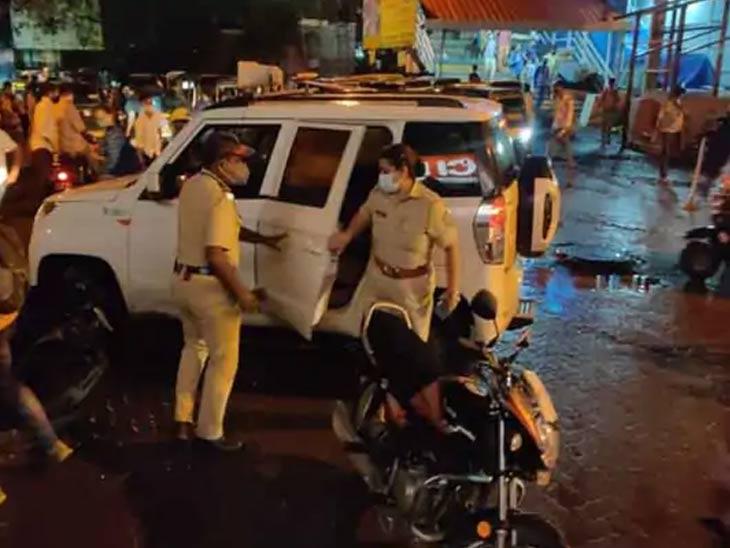 घटनेच्या थोड्या वेळानंतर पोलिसांचे पथक घटनास्थळी पोहोचले आणि दोन्ही महिलांना रुग्णालयात दाखल केले.