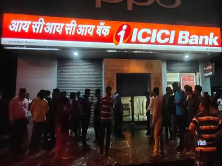माजी कर्मचाऱ्याने बँकेत घुसून केली मॅनेजरची हत्या, कॅशियर जखमी; पळून जाताना लोकांनी आरोपीला पकडून केली बेदम मारहाण मुंबई,Mumbai - Divya Marathi