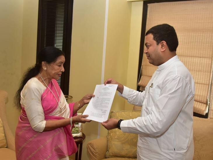 महाराष्ट्र भूषण हा पुरस्कार म्हणजे माझ्या घरच्यांकडून झालेले कौतुक : आशा भोसले; सांस्कृतिक कार्यमंत्री अमित देशमुख यांच्याकडून आशाताईंचे अभिनंदन मुंबई,Mumbai - Divya Marathi