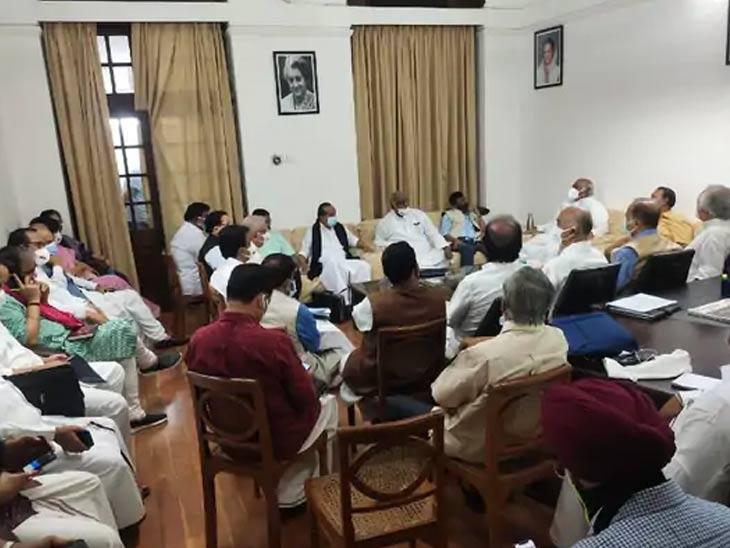 राज्यसभा अडीच वाजेपर्यंत तहकूब, 16 विरोधी पक्षांनी बैठक घेऊन सरकारला घेराव घालण्याची आखली रणनीती देश,National - Divya Marathi