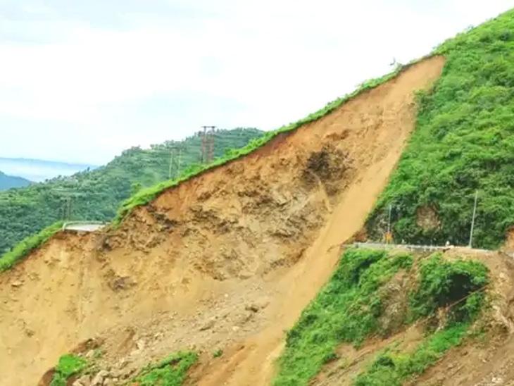 दिल्लीमध्ये पुराचे संकट, हिमाचलात डोंगर कोसळले; रायगडमध्ये पुन्हा भूस्खलनाचा धोका, स्थायी मदत शिबिर उभारणार देश,National - Divya Marathi