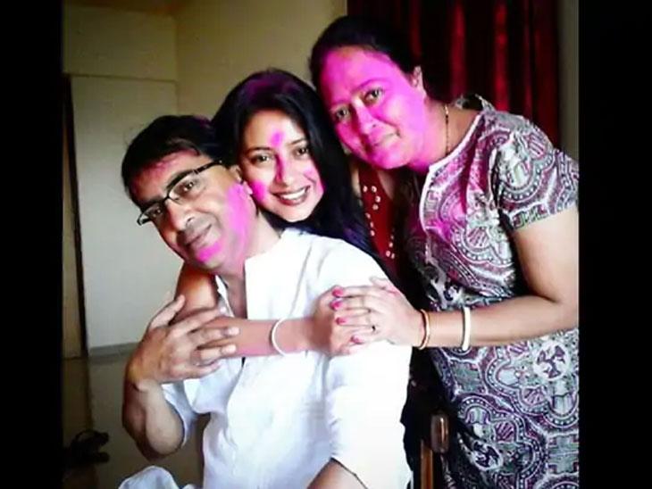 5 वर्षांपूर्वी आत्महत्या करणा-या प्रत्युषा बॅनर्जीचे आईवडील आर्थिक संकटात, म्हणाले - केस लढता लढता आमचे सगळे काही संपले|टीव्ही,TV - Divya Marathi