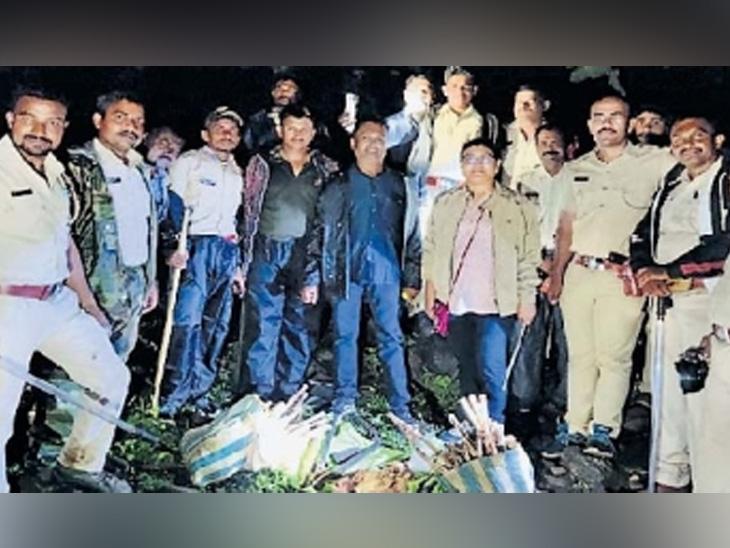 जिगरबाज महिला अधिकाऱ्याने परतवून लावला चंदन चोरांचा हल्ला, 100 नग चंदनासह शस्त्रसाठा जप्त|औरंगाबाद,Aurangabad - Divya Marathi