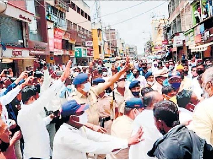 मुख्यमंत्री ठाकरे सांगलीत आले, पूरग्रस्तांना भेटले अन् ठोस आश्वासन न देताच निघून गेले|कोल्हापूर,Kolhapur - Divya Marathi