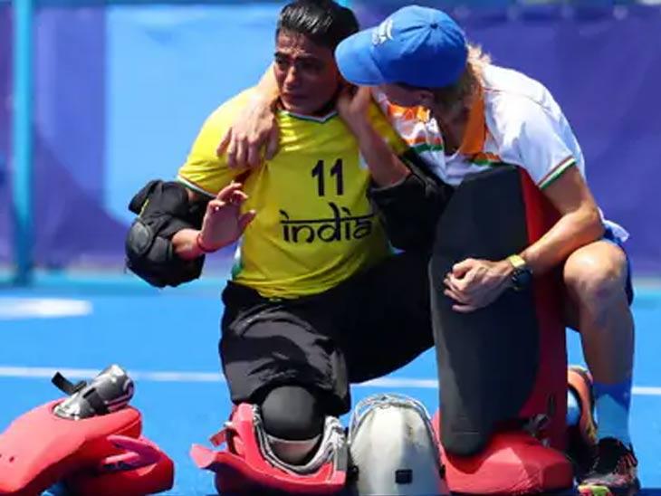 सामन्यानंतर भारतीय गोलरक्षक सविता पुनियाला अश्रू अनावर झाले. त्याने ब्रिटनविरुद्ध एकूण 7 सेव्ह केले.