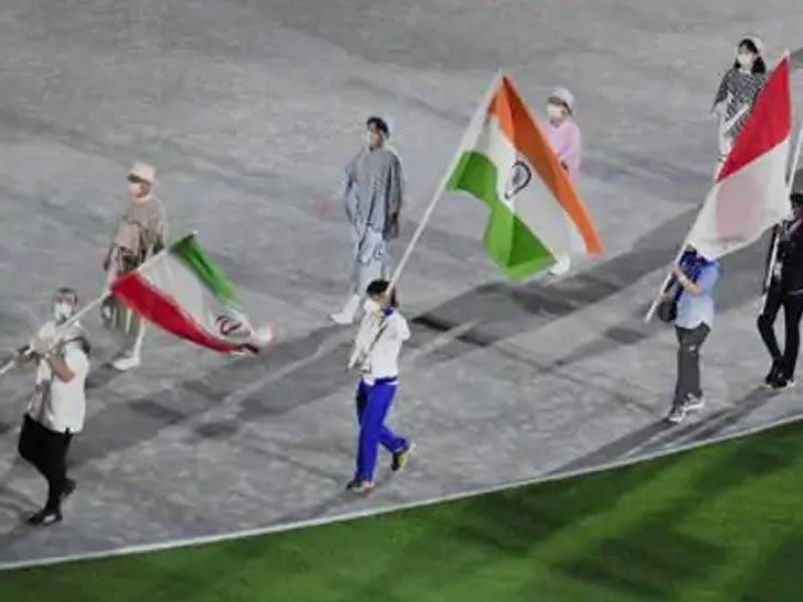 टोकियो ऑलिम्पिकच्या समारोप सोहळ्यात तिरंगा फडकला. भारतासाठी हे सर्वात यशस्वी ऑलिम्पिक होते. बजरंग पुनिया हे भारताचे ध्वजवाहक आहेत.
