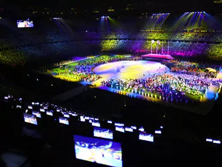 समारोप समारंभासाठी ऑलिम्पिक स्टेडियम अशा प्रकारे सजवण्यात आले होते.