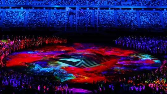 रंगतदार कार्यक्रमादरम्यान स्टेडियममध्ये असे वातावरण होते.