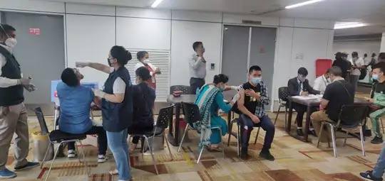 अफगाणिस्तानातून येणाऱ्या लोकांना मोफत पोलिओ लसही दिली जात आहे. आरोग्य मंत्री मनसुख मांडविया यांनी दिल्ली विमानतळावर लस मोहिमेचा एक फोटो ट्विट केला.