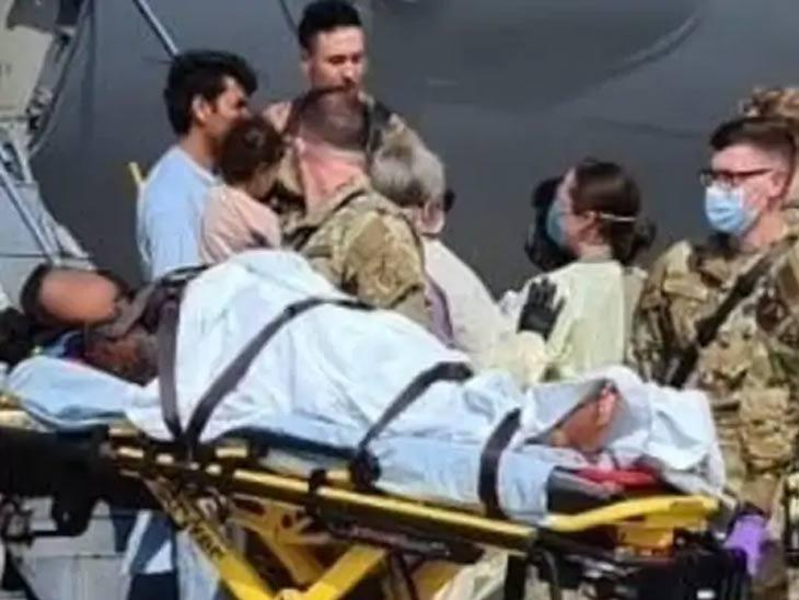अमेरिकेच्या हवाई दलाच्या विमानात जाणाऱ्या एका अफगाणी महिलेने विमानातच मुलाला जन्म दिला. या दरम्यान, लष्कराच्या वैद्यकीय कर्मचाऱ्यांनी त्या महिलेला आणि तिच्या कुटुंबाला जर्मनीतील रामस्टीन एअरबेसवर मदत केली.
