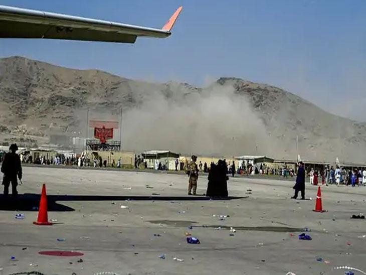 काबूल विमानतळावरील हल्ल्यानंतचे दृष्य.