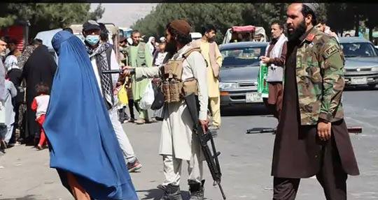 सशस्त्र तालिबान लढाऊ शहरातील यंत्रणा हाताळण्यात व्यस्त आहेत.