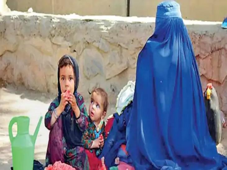 लश्करगाहच्या आई-मुलीला कंदहारच्या छावणीत राहण्याची वेळ आली आहे. - Divya Marathi
