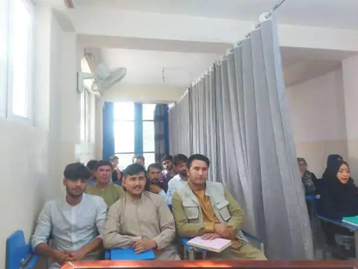 मुला-मुलींसाठी महिला शिक्षकांची व्यवस्था करण्यासाठी पुरेसे महिला शिक्षक नाहीत असे अफगाणिस्तानातील प्राध्यापकांचे म्हणणे आहे.