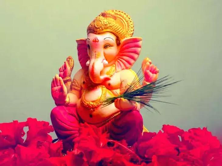 पहाटे 4:50 पासून दुपारी दीडपर्यंत कधीही करा श्रीगणेशाची प्रतिष्ठापना, जाणून घ्या, श्रीगणेश पूजेचा सहज-सोपा विधी धर्म,Dharm - Divya Marathi