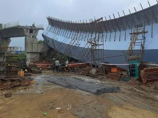 अंडर कंस्ट्रक्शन ब्रिजचा मोठा भाग कोसळला; जीव वाचवण्यासाठी 14 जणांची थेट नाल्यात उडी तर काही कामगार ब्रिजवरच होते लटकून|मुंबई,Mumbai - Divya Marathi