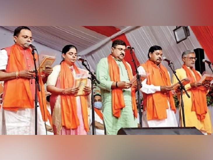 रूपाणींचे सर्व मंत्री बाहेर, केंद्रीय मंत्र्यांचे संकेत : इतर राज्यांतही हाच कित्ता शक्य देश,National - Divya Marathi