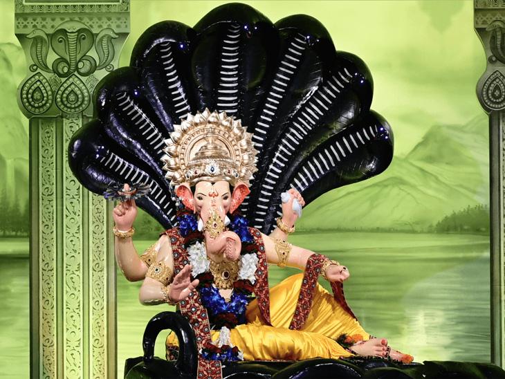 'लालबागच्या राजा'चे 1.23 कोटी लोकांनी घेतले ऑनलाइन दर्शन, कोरोनामुळे या वर्षी मूर्तीची उंची 14 फुटांऐवजी केवळ 4 फूटच|मुंबई,Mumbai - Divya Marathi