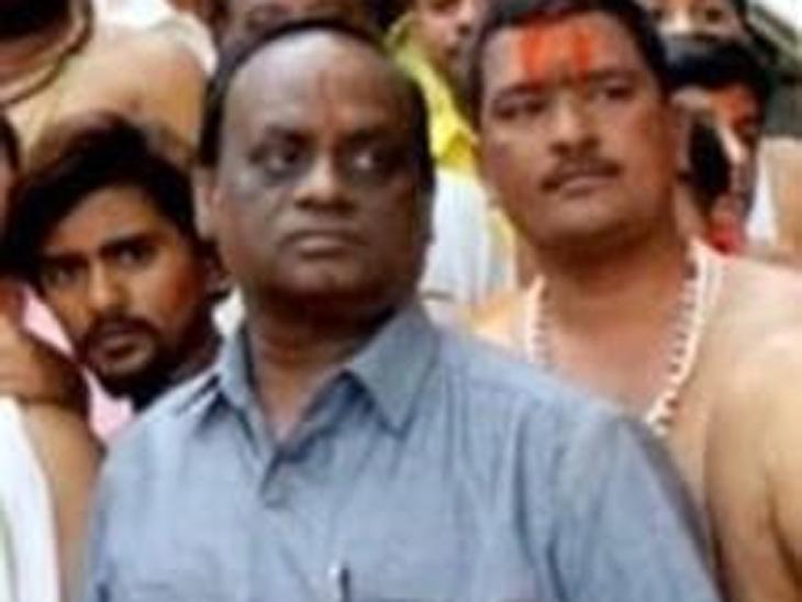 तुळजाभवानी मातेच्या मौल्यवान दागिन्यांवर डल्ला मारणाऱ्या मंदिर व्यवस्थापकाला तब्बल एक वर्षानंतर बेड्या, ऐतिहासिक दागीने चार्ज पट्टीत न आल्याने घोटाळा उघड|उस्मानाबाद जिल्हा,Osmanabad - Divya Marathi