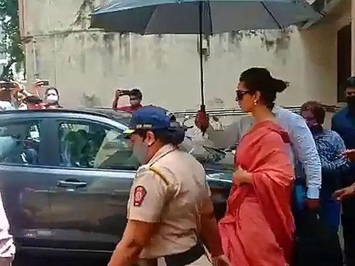 न्यायालयात पहिल्यांदा समोरासमोर आले कंगना आणि जावेद अख्तर, दोघेही एकमेकांशी बोलले नाहीत; न्यायाधीशांनी अभिनेत्रीला फक्त तिचे नाव विचारले|बॉलिवूड,Bollywood - Divya Marathi