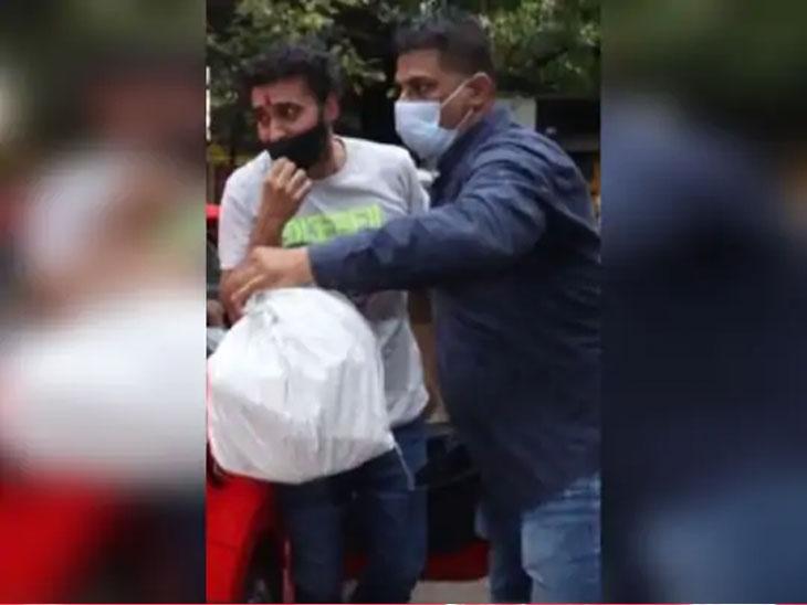 कुंद्राला तुरुंगातून घरी आणण्यासाठी त्याच्या कुटुंबातील काही सदस्य आले होते. मात्र, यात शिल्पा शेट्टीचा सहभाग नव्हता