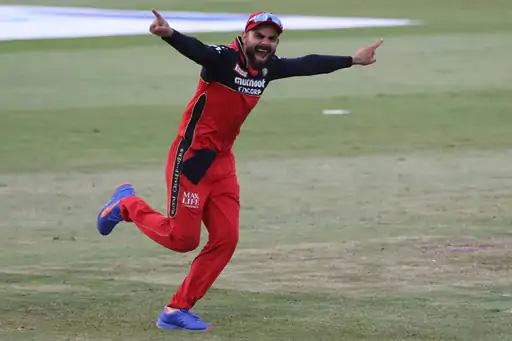 कोहलीची ही बल्ले-बल्ले प्रतिक्रिया पंजाबच्या मधल्या फळीतील शेवटचा शक्तिशाली फलंदाज एडन मार्क्रामच्या बाद झाल्यानंतरची आहे. 14 चेंडूत 20 धावांची झटपट खेळी करून मार्क्राम कोहलीसाठी समस्या बनत होता.