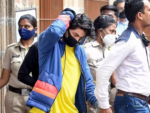 शाहरुखचा मुलगा आर्यनला सोमवारी न्यायालयात हजर करण्यात आले. न्यायालयाने त्याला 7 ऑक्टोबरपर्यंत एनसीबी रिमांड दिला आहे.