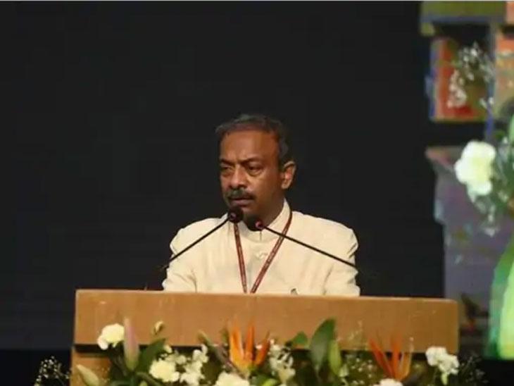 अमित खरे 30 सप्टेंबर रोजी केंद्रीय शिक्षण सचिव पदावरून निवृत्त झाले होते. 12 दिवसांनंतर त्यांना नवीन जबाबदारी देण्यात आली. - Divya Marathi