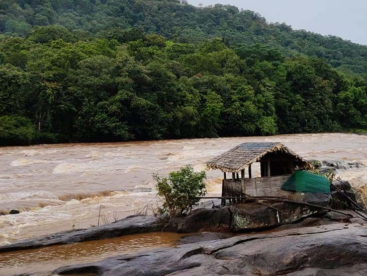 राज्यातील अनेक भागात ढगफुटीसदृश्य पाऊस, आतापर्यंत 18 जणांचा दुर्दैवी मृत्यू तर अनेक जण बेपत्ता; परिस्थिती हाताबाहेर देश,National - Divya Marathi