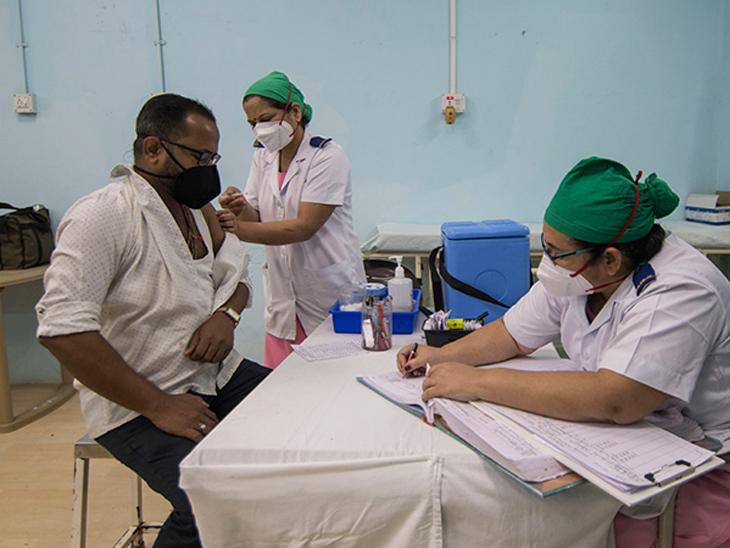 75 टक्के प्रौढांना लसीचा सिंगल डोस देत भारत सर्वाधिक सुरक्षित देशांत समाविष्ट! लस हेच कोरोनाचे मृत्यू राेखण्याचे सर्वात मोठे शस्त्र|देश,National - Divya Marathi