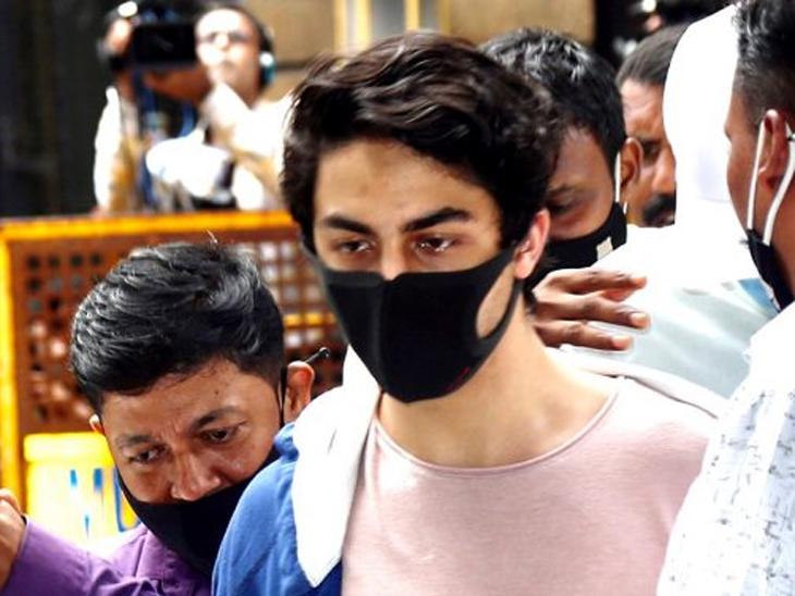 आर्यन खानने एनसीबीवर जुन्या व्हॉट्सॲप चॅटचा गैरवापर केल्याचा आरोप केला मुंबई,Mumbai - Divya Marathi