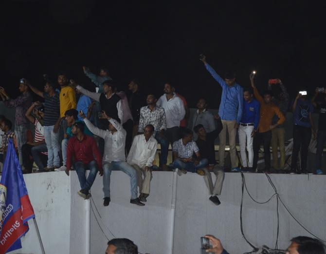 CMના ગઢમાં જનમેદની વચ્ચે હાર્દિકનો હુંકારઃ \'ભાજપને પરચો બતાવી દો\'| - Divya Bhaskar