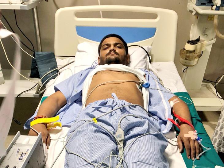હાર્દિક પટેલ હોસ્પિટલમાં દાખલ થયો છે, ઉપવાસ આંદોલન તો ચાલુ જ છેઃ PAAS| - Divya Bhaskar