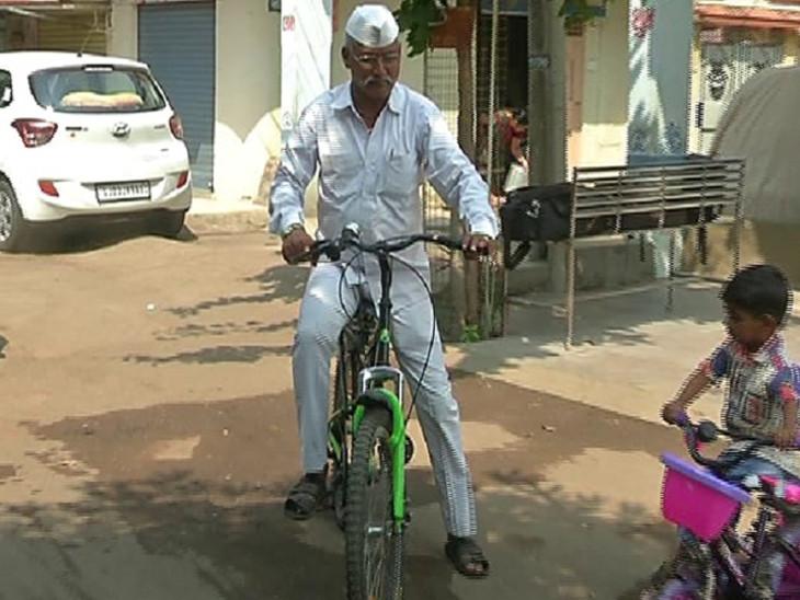 પેટ્રોલનો ભાવ 40 ન થાય ત્યાં સુધી સાયકલ ચલાવીશ: રાજકોટના ભાજપના આગેવાનની પ્રતિજ્ઞા  - Divya Bhaskar