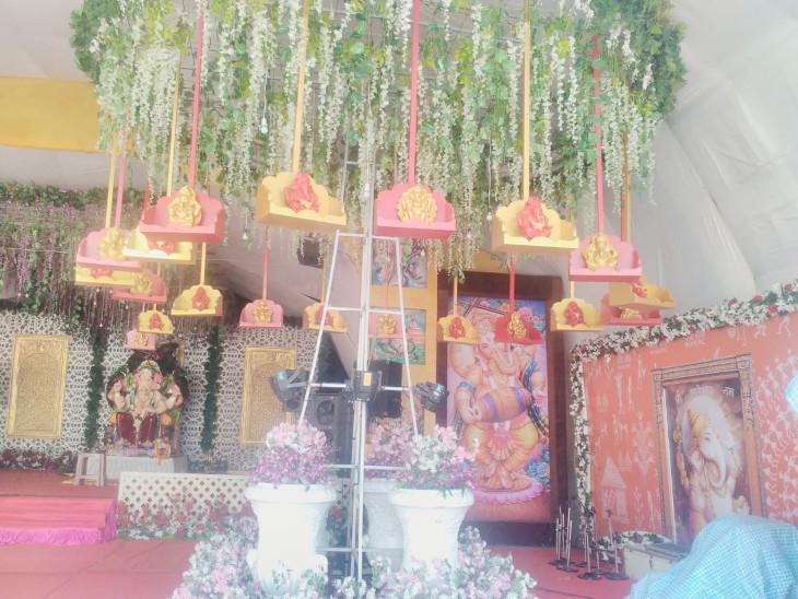 રાજકોટના ઉદ્યોગપતિએ બેસાડ્યા એક નહીં 61 ગણેશજી, રોજ પૂજા બાદ જ કરે છે કામ|ઈન્ડિયા,National - Divya Bhaskar