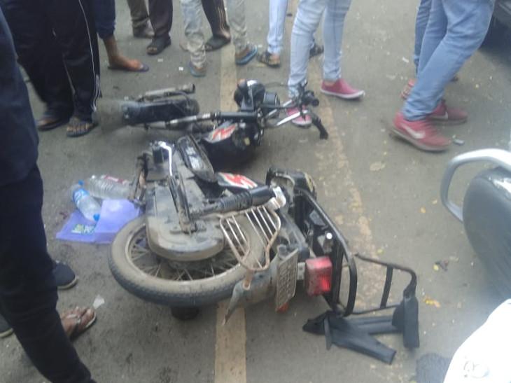 રાજકોટમાં કાર બેકાબૂ બનતા ત્રણ વાહનનો કચ્ચરઘાણ વાળ્યો, ત્રણને ઇજા  - Divya Bhaskar