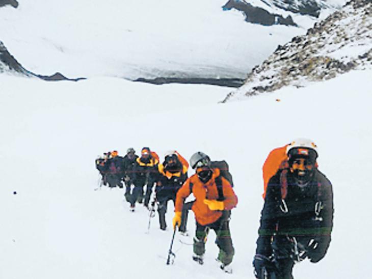 જૂનાગઢના પર્વતારોહકે હિમાલયનું 18933 ફૂટ ઉંચુ શિખર સર કર્યું|જુનાગઢ,Junagadh - Divya Bhaskar