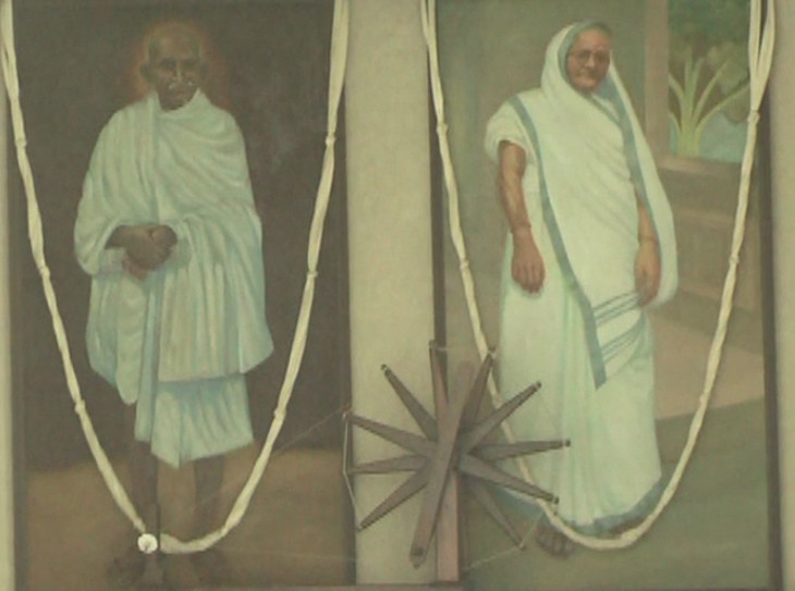 રાષ્ટ્રપિતાએ રાજકોટના આ મકાનમાં વિતાવ્યું'તુ બાળપણ, ઓળખાય છે કબા ગાંધીના ડેલાથી  - Divya Bhaskar