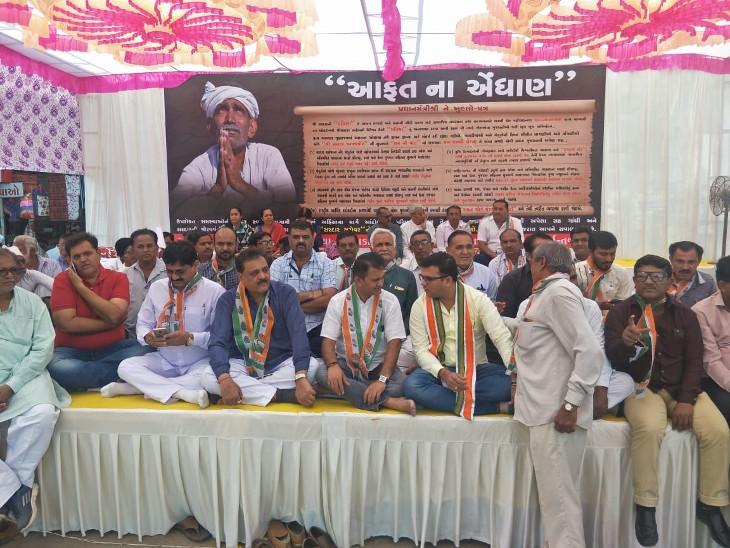 ધાનાણી સહિત ચાર ધારાસભ્યો બેઠા ધરણા પર - Divya Bhaskar