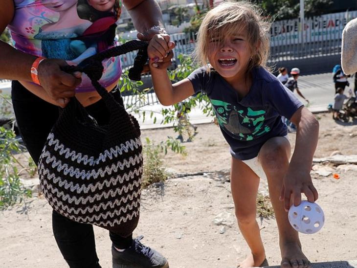 US: આશ્રય પ્રક્રિયા ઝડપી બનાવવા નાના બાળકોને ઢાલ બનાવે છે માઇગ્રન્ટ્સ; ટ્રમ્પની સાઉથ બોર્ડર બંધ કરવાની ધમકી  - Divya Bhaskar