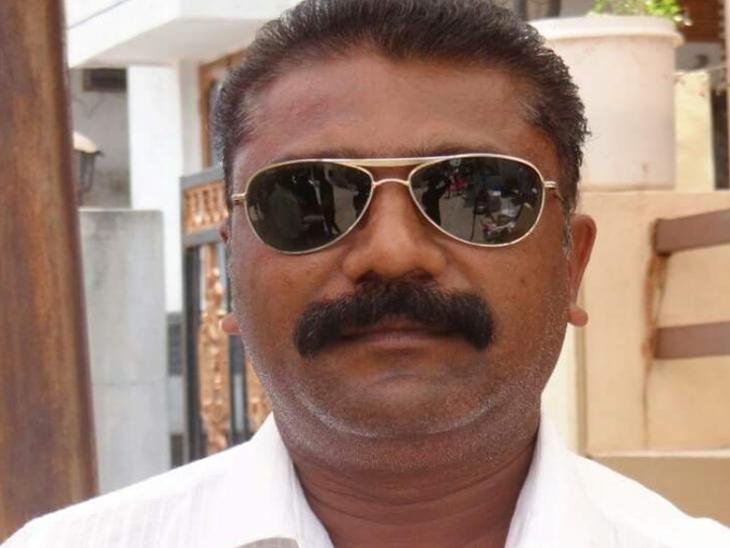 LRD પેપર લીક/ સાઠંબાના જયેન્દ્ર રાવલને ગાંધીનગર પોલીસે નિયમોને આધિન છોડ્યો|હિંમતનગર,Himatnagar - Divya Bhaskar