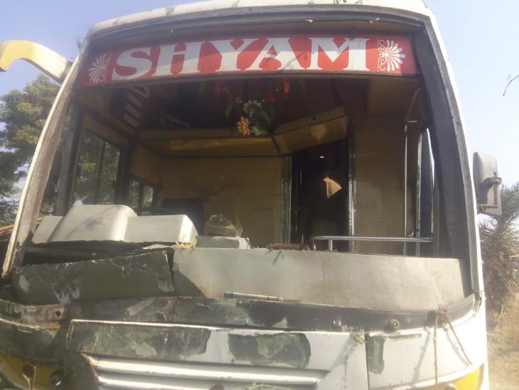 અમદાવાદની સ્કૂલ બસને ગોધરા નજીક અકસ્માત થતાં 24 સ્ટુડન્ટ ઈજગ્રસ્ત થયા - Divya Bhaskar