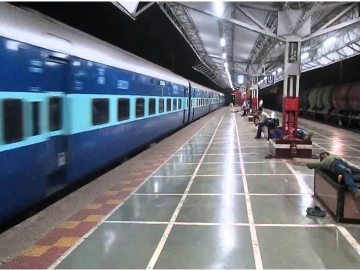 ડબલ ટ્રેકની કામગીરીને પગલે ઓખા-મુંબઈ ટ્રેન સમય કરતા 1 કલાક મોડી ઉપડશે મુંબઇ,Mumbai - Divya Bhaskar