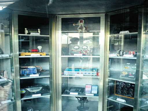 ટેકનોલોજી સાથે જોડાયેલી 100 અલગ અલગ ચીજોને આ ટાઈમ કેપ્સ્યુલમાં મુકાઈ - Divya Bhaskar